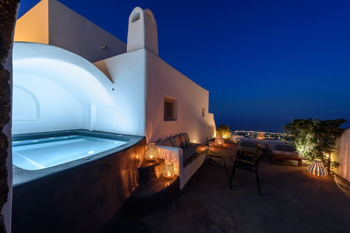 Plunge heated pool ,veranda and sea view