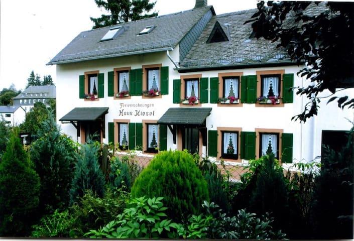 Vakantiehuis Kiesel - Manderscheid - Loma-asunto