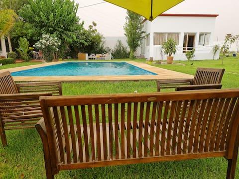 Unique Guest house avec piscine privée et jardin.