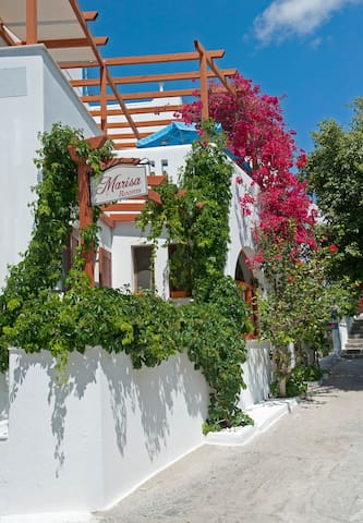 Vacances Aux Chambres « Marisa »  (Paros island)