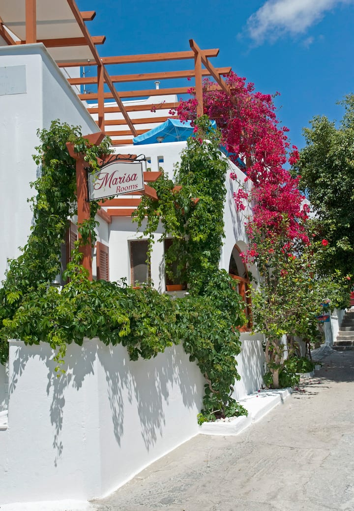 Holidays in family Marisa's rooms  (Paros island)