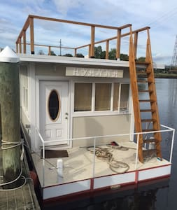 Houseboat Hyanna - A Floating Tiny House - East Greenwich - Loď