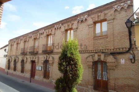 6 Habitaciones privadas prox Toledo - Rumah