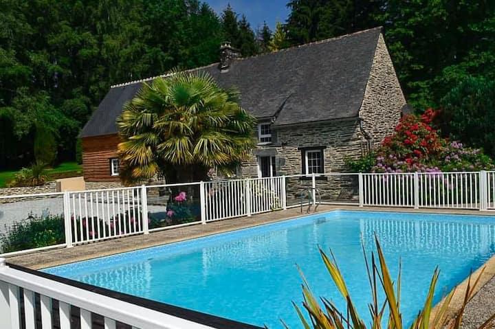 Domaine piscine chauffée - Au cœur de la bretagne