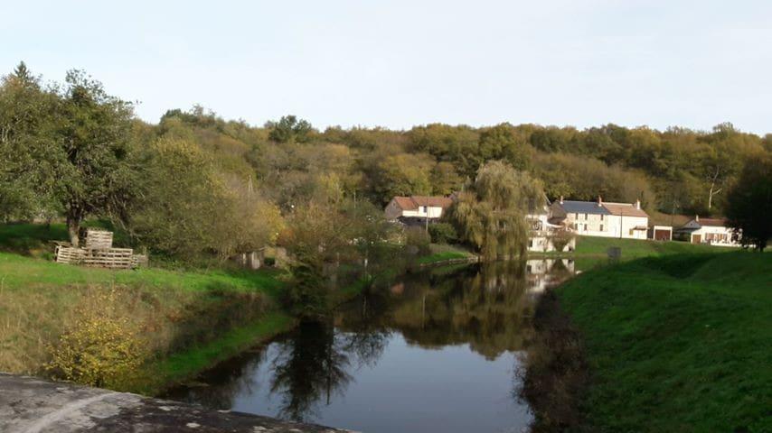 Maison au bord du canal Nivernais