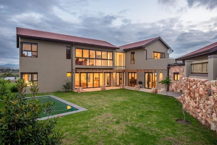 Modern spacious home in heart of Cape Winelands