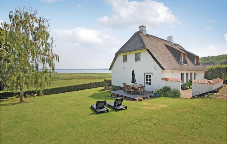 Holiday cottage with 4 bedrooms on 253m² in Aabenraa