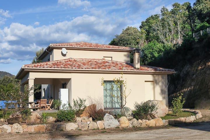 Grande villa entre mer et montagne - Sainte-Lucie-de-Tallano - บ้าน