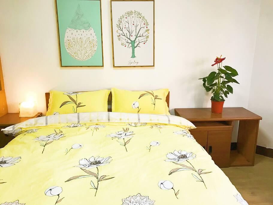 舒适实木双人床,配瑞士乳胶床垫