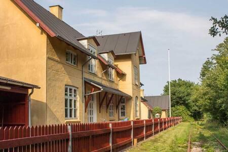 Den gamle station i Uggelhuse.
