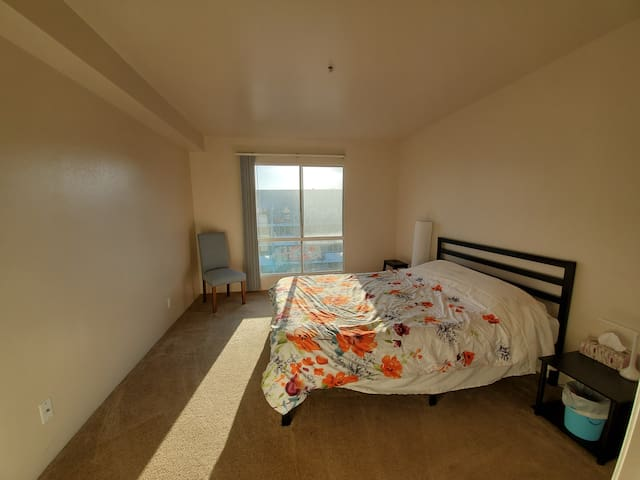 Private Room in Penthouse Loft in the ♥ of DTLB!