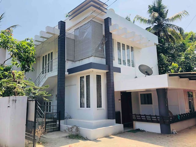 Cochin Castle - Feel @ home - Edappally