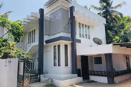 Cochin Castle - Feel @ home - Edappally