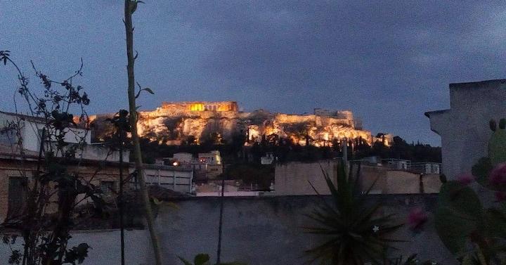 Acropolis view-150 metres from Metro Monastiraki!