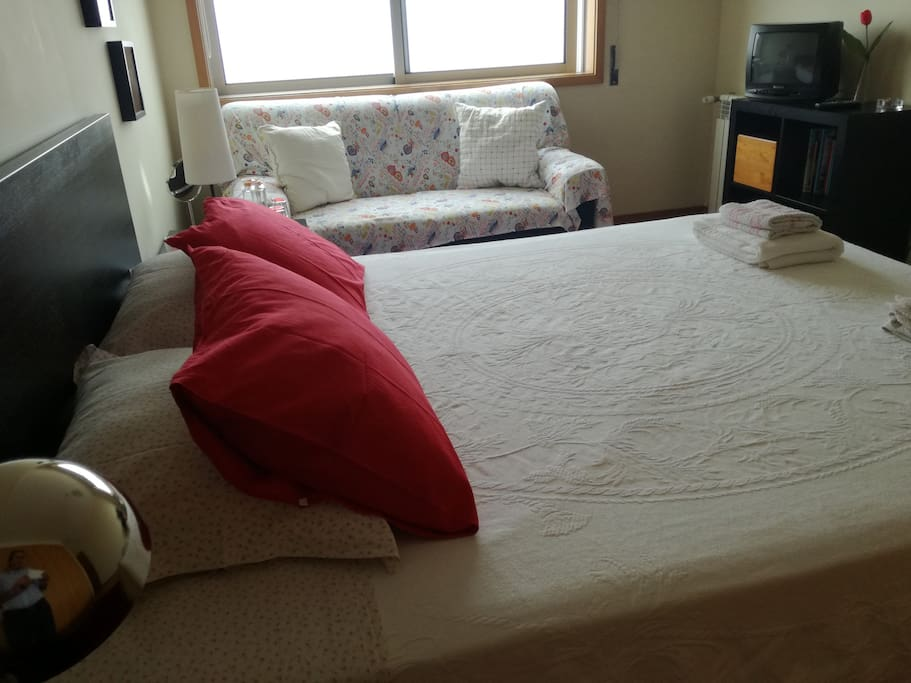 King Size Bed with TV