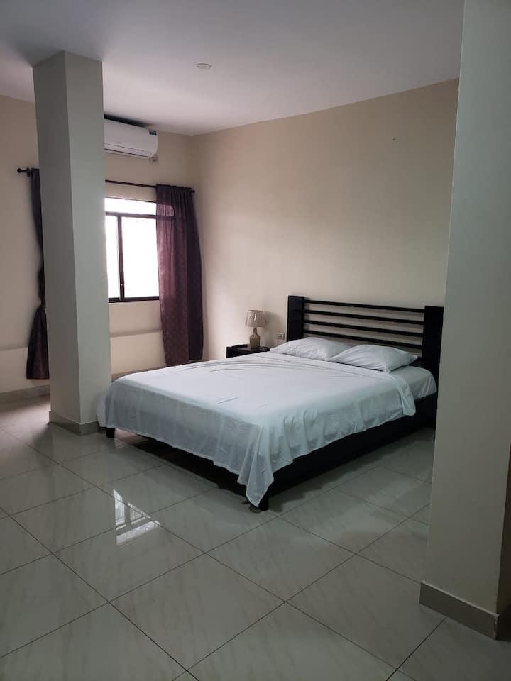 Suite, zona segura, confortable, amplio amoblado