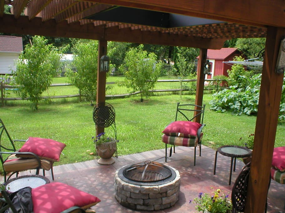 Pergola and screen porch in family garden