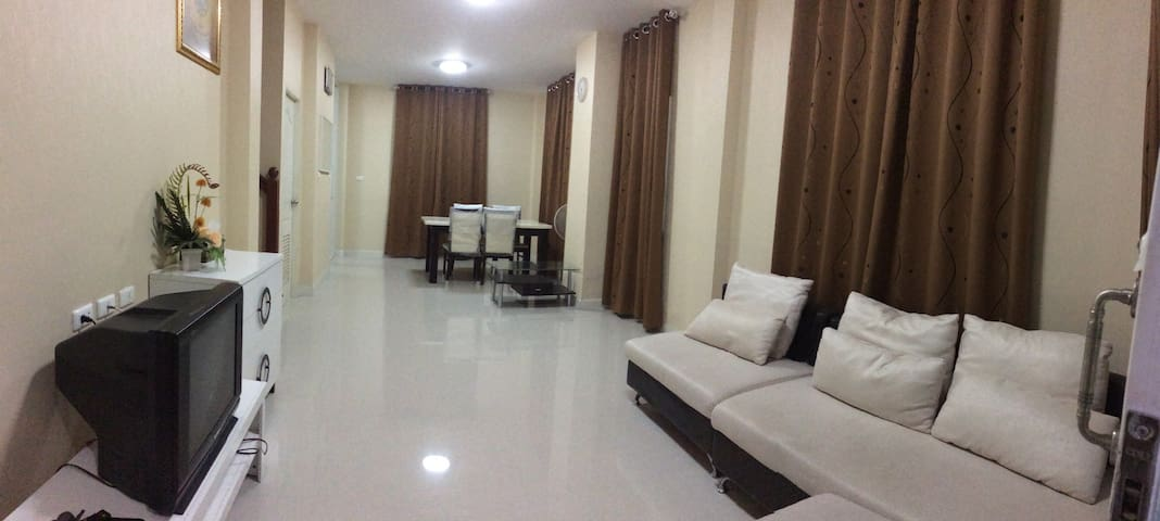 House for large group in Bangkok (entire house) - Bangkok - House