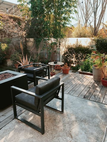 Charming Oakland Loft with Outdoor Patio & Garden