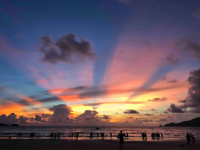 芭东海滩度假酒店  步行1分钟到海滩