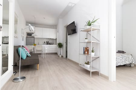 Bright Flat Only 10 mins walk from Las Canteras