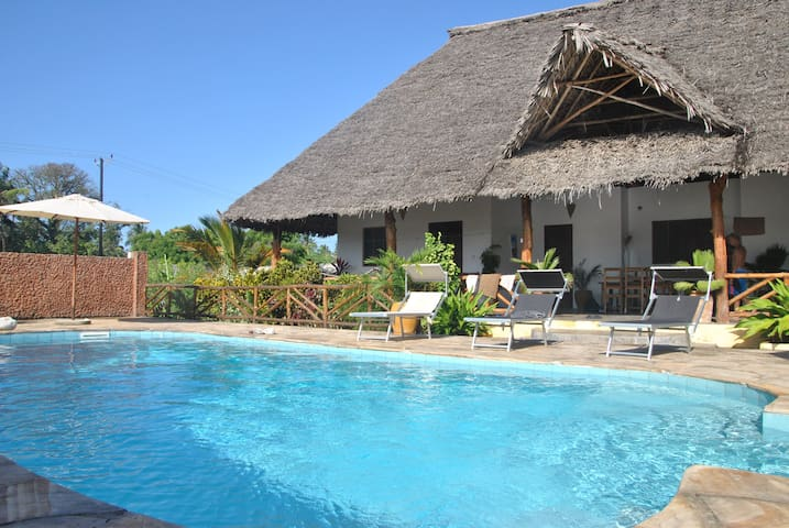 Private house with swimming pool, - Nungwi - House