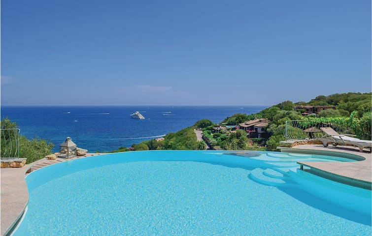 Holiday cottage with 7 bedrooms on 700m² in Porto Rotondo  -OT-