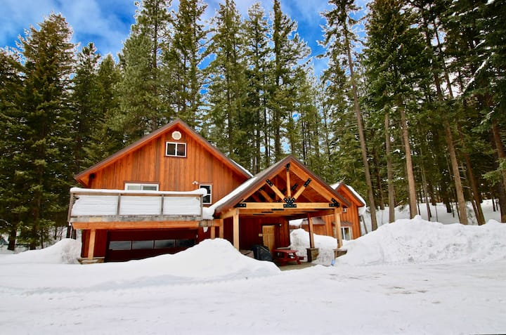 Moose Lodge-Moose Lodge near the Lake!  * Great Big Home Value * Private * Specials!
