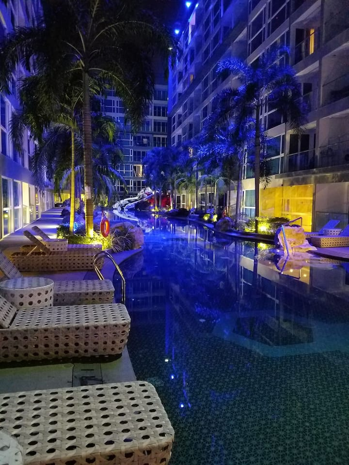 繁华中而静谧,泳池赏心悦目Centara Azure hotel and Residence