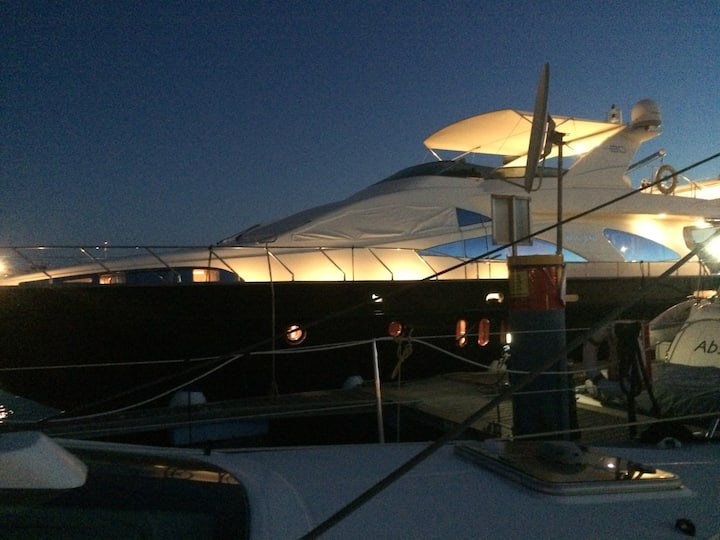 Fantastic yacht in Vilamoura, stay with us!
