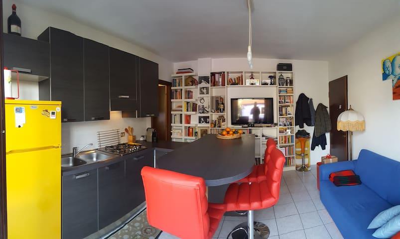 Appartamento vicinanze lago con giardino - Sesto Calende - Daire