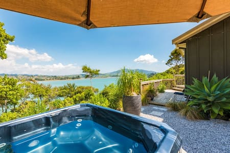 Limitless Peaceful Water Views-Authentic Retreat