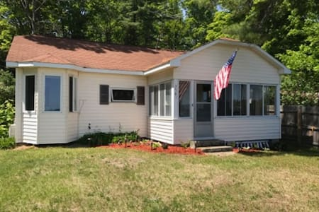 Charming Lakefront Cottage - 95'  private frontage
