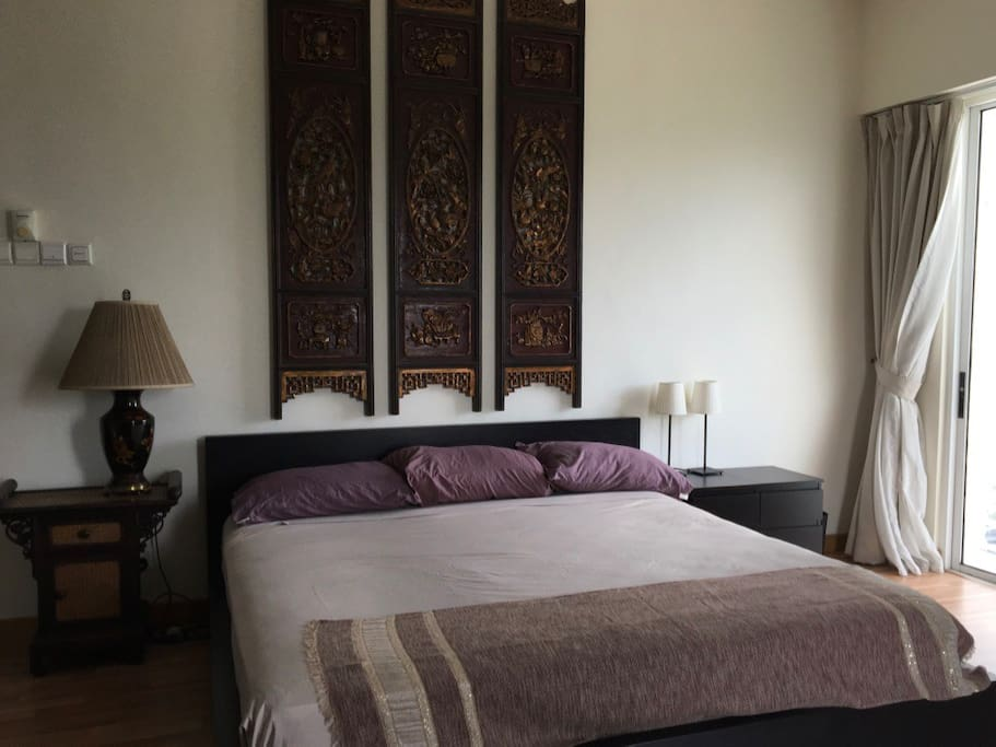 King Bed in Large Bedroom, Asian motif
