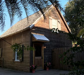 The Cottage at 76 Spanish St - Historic Downtown - St. Augustine