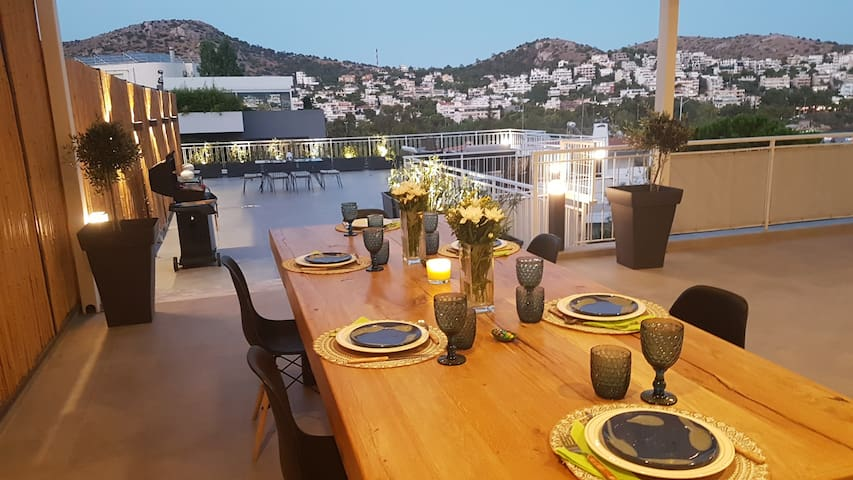 Great terrace and perfect view in Vouliagmeni
