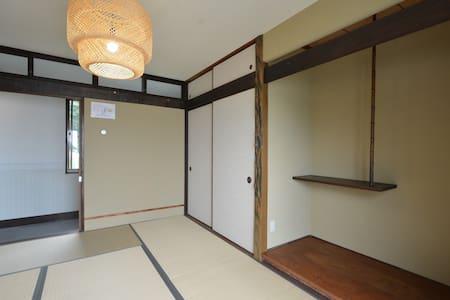 ①和室(Japanese-style room)