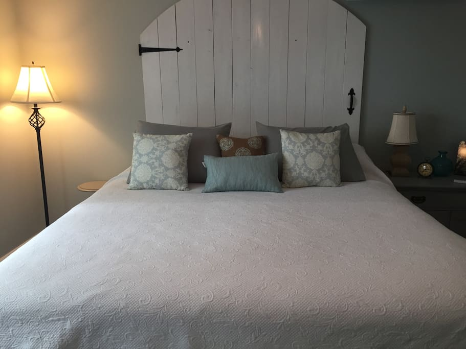 Bedroom with King bed and comphy brand sheets
