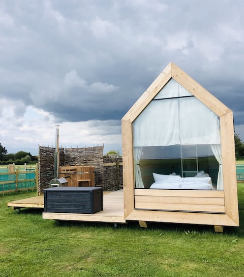 Lushna 9  Petite at Lee Wick Farm Cottages & Glamping