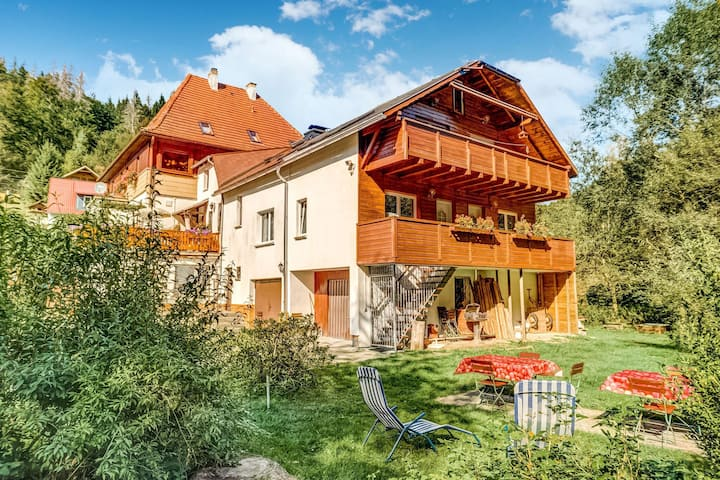 Cosy apartment in the middle of the Thuringian Forest with separate entrance and balcony