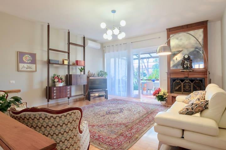 Charming elegant home  in Casalpalocco, Roma *****