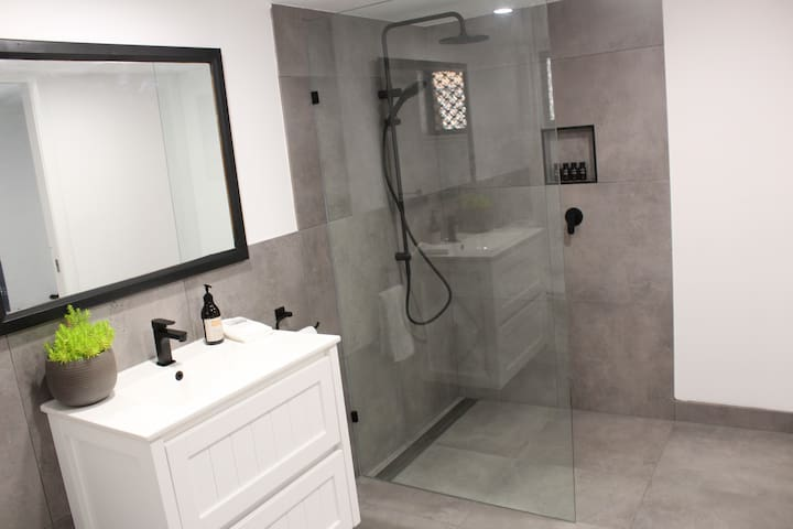 Lavender Cottage Studio+Spacious Bathroom. ALL NEW