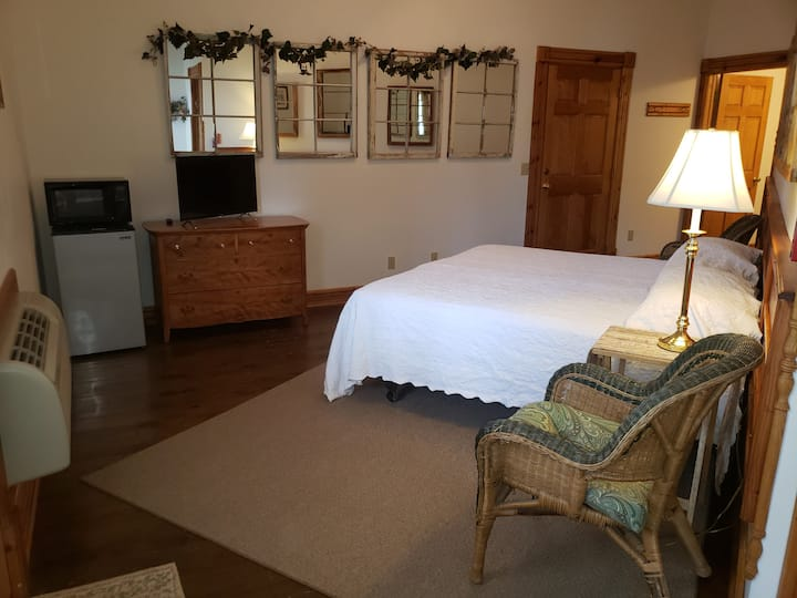 Boutique Hotel with River Views: King Suite
