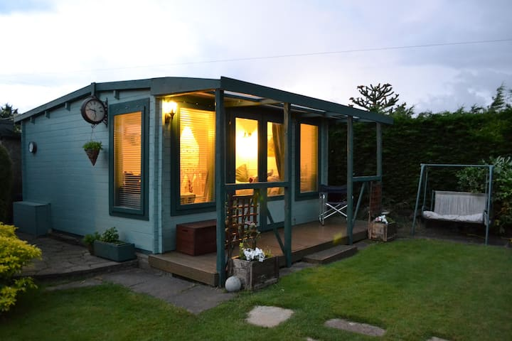 Cosy Garden Cabin - Hartley