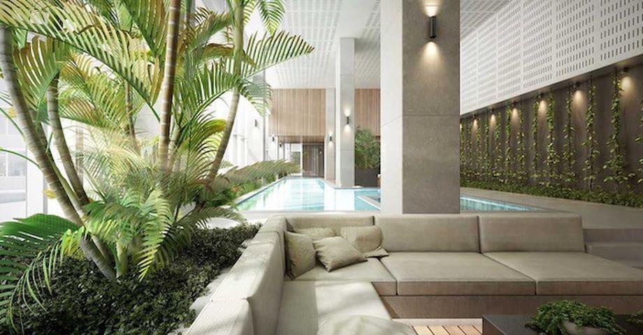 *Peaceful Apt w/Pool, perfectly located in CBD*
