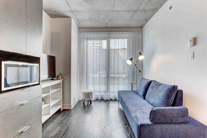 1 BR with private terrace in downtown MTL
