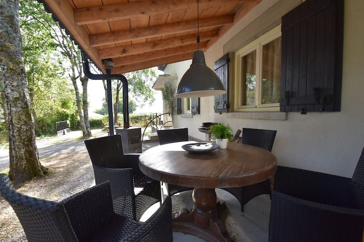 Modern holiday home in the heart of France for up to 10 people.