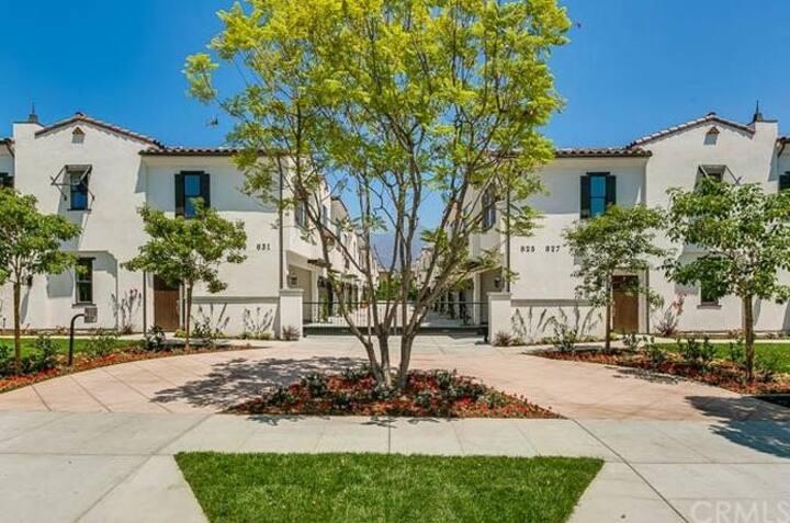 825 Arcadia Ave - 1,660 sq ft