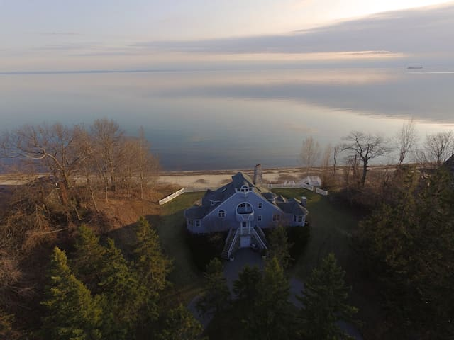 "Lakefront retreat on the beach ""Merrihill"" - Port Colborne - Cabaña"