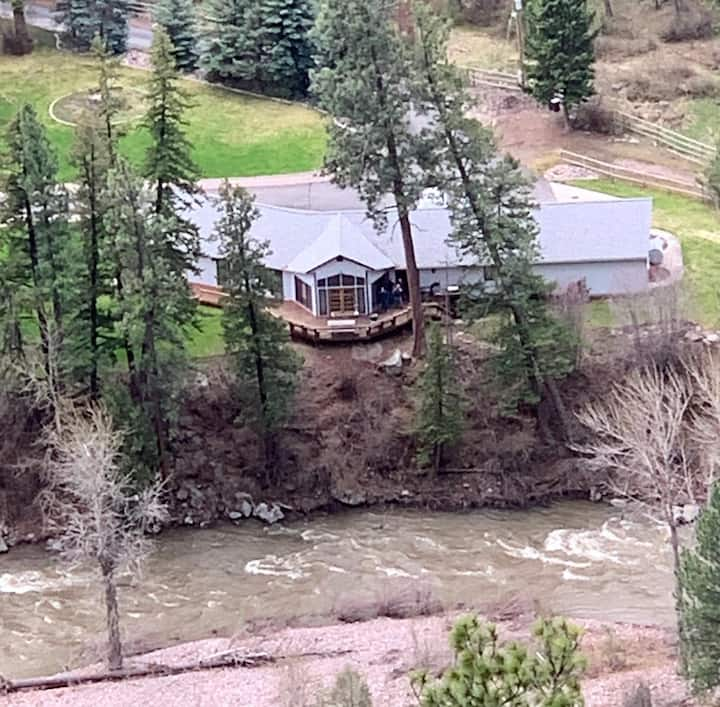 Blackfoot Riverfront Retreat